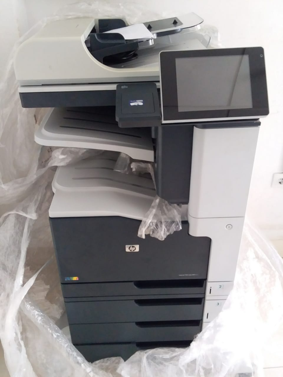 IMPRESSORA HP MFP  M775 SUPORTA A3 COLOR