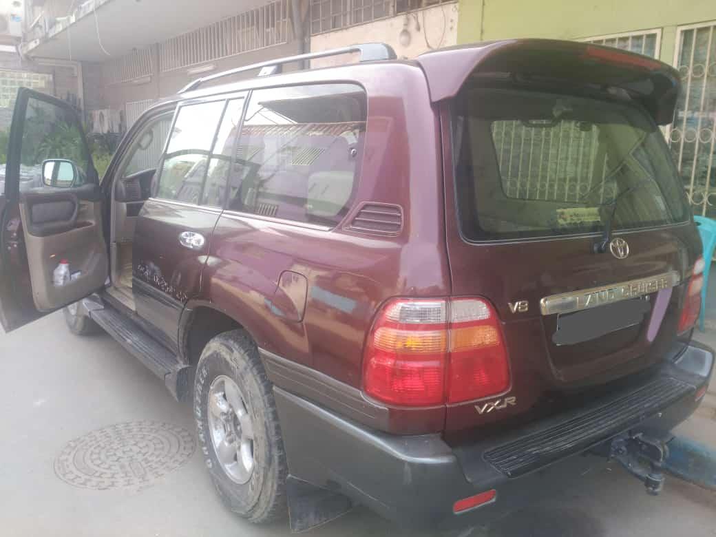 VENDE-SE TOYOTA LAND CRUISER V8 DE 2001