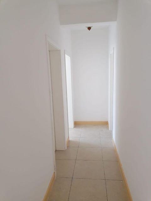 Vende-se um Apartamento T2,  condomínio Jardim de Rosas, fase 1 – 1° Andar