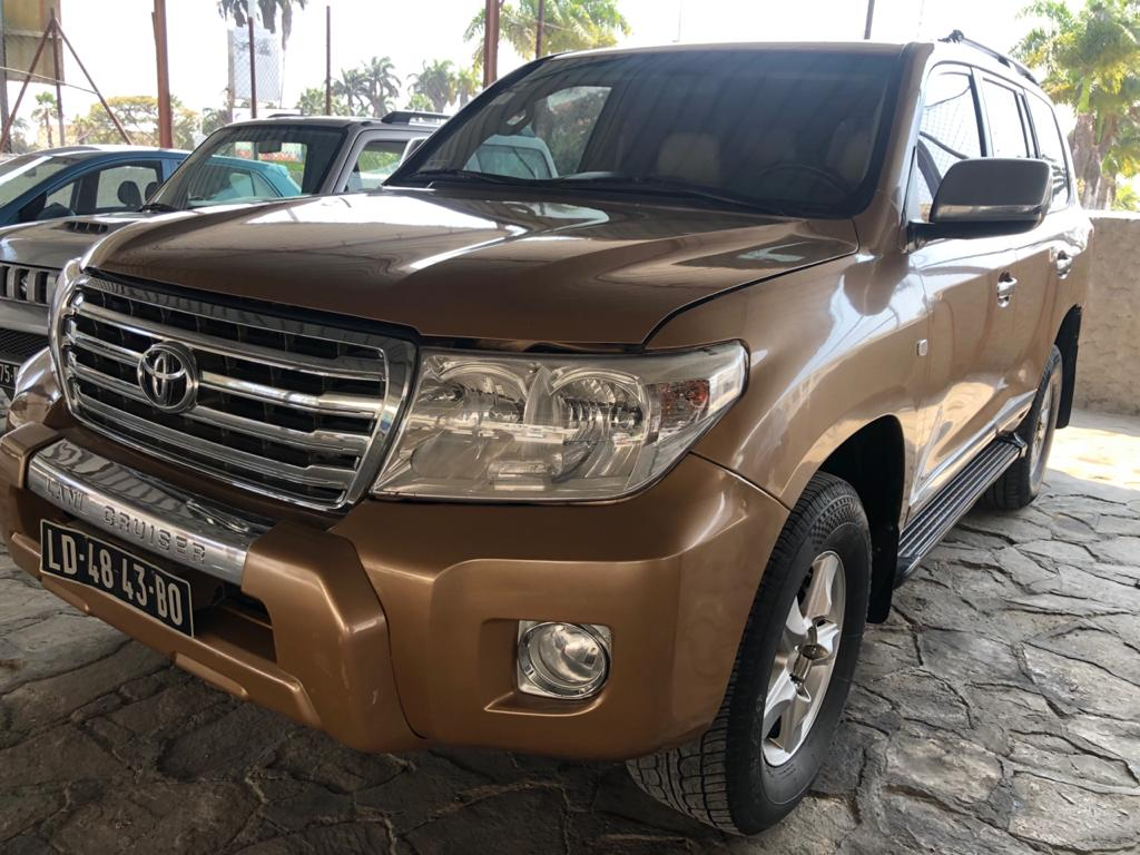 *Toyota Land Cruiser  VX V8